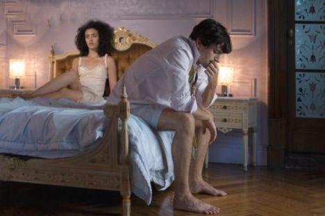 Romantizmi artırın  Kendinizi seksi hissetmeniz için öncelikle rahat olmanız gerekli. Eğer vücudunuzun herhangi bir bölümüyle ilgili rahatsızlık duyuyorsanız uygun iç çamaşırlarıyla bu kusuru kolaylıkla saklayabilirsiniz. Güven afrodizyak gibidir ve yatak odasında ne kadar iyi görünürseniz o kadar güzel bir gece geçirirsiniz!